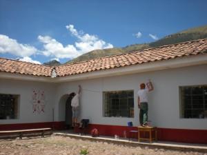 Soraya et Eliot ont décoré les murs de l'école Picol